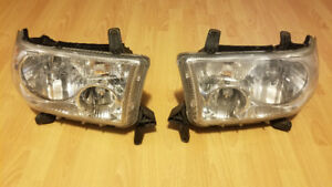 Toyota Tundra & Sequoia Headlights oem 2007 - 2013