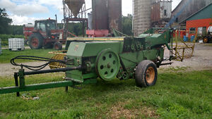 JD 336 small square baler