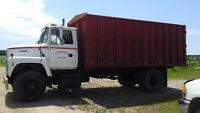 Ford L7000 Single Axle Grain Truck