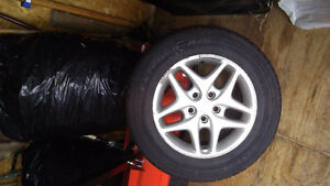 Ensemble de pneu d'été Toyo 215/65 R16 98T