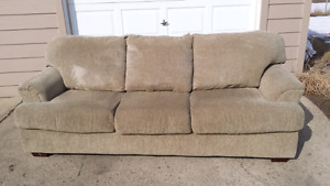 Comfortable couch 3 seaters