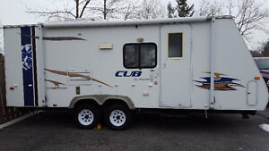Cub hybrid 24 feet with power slide out in excellent condition