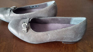 Clarks New Beige Shoes - for sale ! Kitchener / Waterloo Kitchener Area image 3