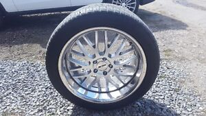 Set of 4 tires with rims 295 / 40 R20