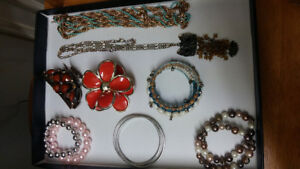 Assorted jewerly (8 items)