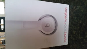 Beats Solo 2 wireless white $225 Peterborough Peterborough Area image 1
