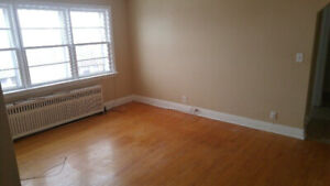 2 Bedroom apt-343 Cartier Ave-Near Ramsey lake& downtown Oct 1st