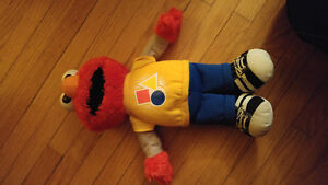 Elmo shapes/colours toy Peterborough Peterborough Area image 1