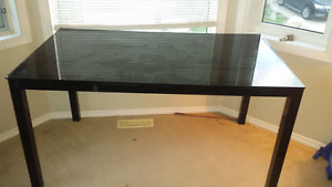 Table with glass top for sale 50$