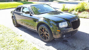 2006 Chrysler 300 Touring v6 3.5l bas millage *Blacked out*