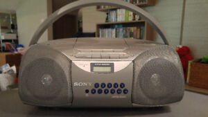 Sony CFD-S200 Portable Boombox AM/FM Radio CD Player Stereo