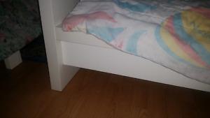 Lit simple contre bunk bed
