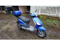 Piaggio fly 125 scooter with Boxtop ideal for commuting 450 ono