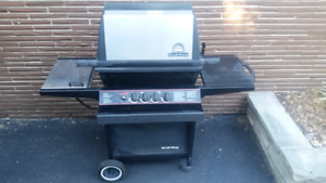 BROIL KING Natrual Gas BBQ - excellent clean condition