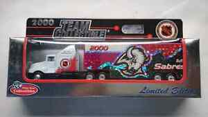 NHL DIECAST COLLECTORS TRUCK BUFFALO SABRES 2000