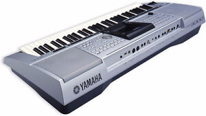 PSR 3000 ARRANGER KEYBOARD WITH HARD CASE, TONS OF STYLE ETC.