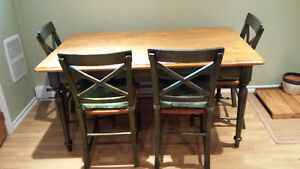 Table de cuisine et chaises- Kitchen or Dining Table and chairs
