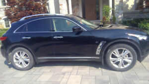 qx70 2014 infinity suv  fantastic condition less than 100,000 km