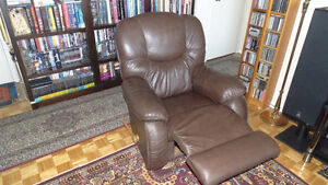 La-Z-Boy Leather Recliner & Rocker & Pull-out Footrest, New Cond