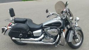 2008 Honda Shadow 750 Touring - Low KM