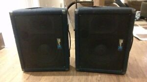 Yorkville MP6D Power Mixer & Pair of Speakers (300 W, 8 ohms)