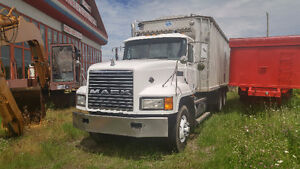 Camion Mack 10 roues CL713