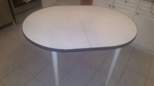 breakfast/dining table with 4 chairs