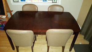 Dining Room Table & 4 Chairs (with Leaf)