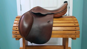 "17"" Crosby Centennial Internationale Close Contact saddle"
