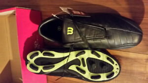 WILSON Soccer Football Shoes Cleats Size  7  New with tags $35