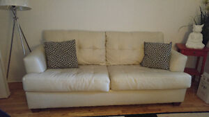 Sofa bed in great condition/canapé-lit condition excellante