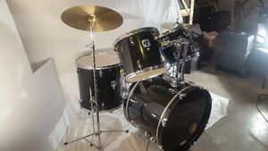 Like new drum set. Black Complete Kit with New Skins
