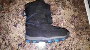Toddler boy Winter Boots Size 5 Kingston Kingston Area image 3