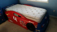 Lit, Matelas & Commodes NASCAR Bed, Mattress & Dressers