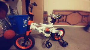 Jeep bicycle with training wheels