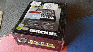 Mackie ProFX8 8-Channel Professional FX Mixer