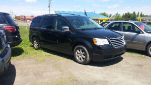 2008 chrysler town and country. Loaded