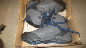 BRAND NEW MENS SIZE 13 MERRELL Poland 8 Winter Hiking Boots