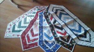 CHRISTMAS TABLE RUNNERS - QUILTED