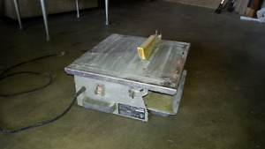 Wet or dry tile saw / cutting table