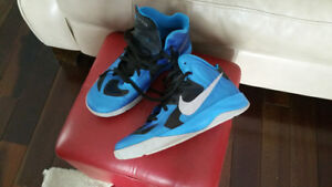 Nike Hyperfuse basketball shoes size 7Y
