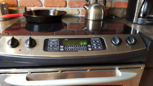 Black GE profile electric range in mint condition