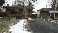 Oshawa 3 Bedroom 3 Parking Spaces Bungalow For Rent