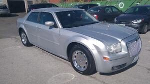 2005 Chrysler 300 Touring, V6, 3,5L, Fully Loaded, Certified !!