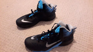 nike hyperfuse size 12 basketball shoes