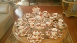 Royal Albert Old Country Roses Place Setting for 8