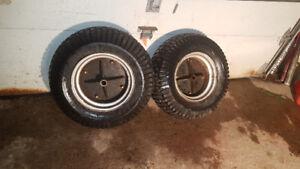 2 pneus de tracteur Craftsman avec tube + pesée (50$)