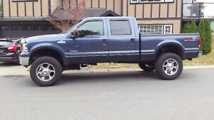Beautiful 06' Ford F-350 SD Lariat with lots of extras!!