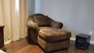 Beautiful over sized chaise Belleville Belleville Area image 1