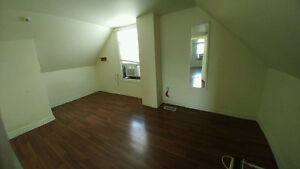 Nice 3 BDs just few block from U of Windsor Now $825++ only Windsor Region Ontario image 9